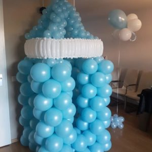 geboortegroteballonspeenflesjongenheerhugowaard e1521211573608 300x300 - Ballondecoraties op maat