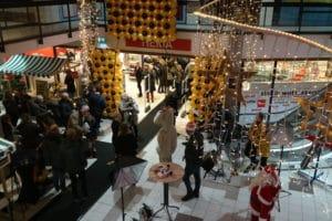 Hema ballonwand spectaculair opening moonlight shopping Heiloo 300x200 - luxe ballonnen jaarwisseling en nieuwjaarsfeest 2019
