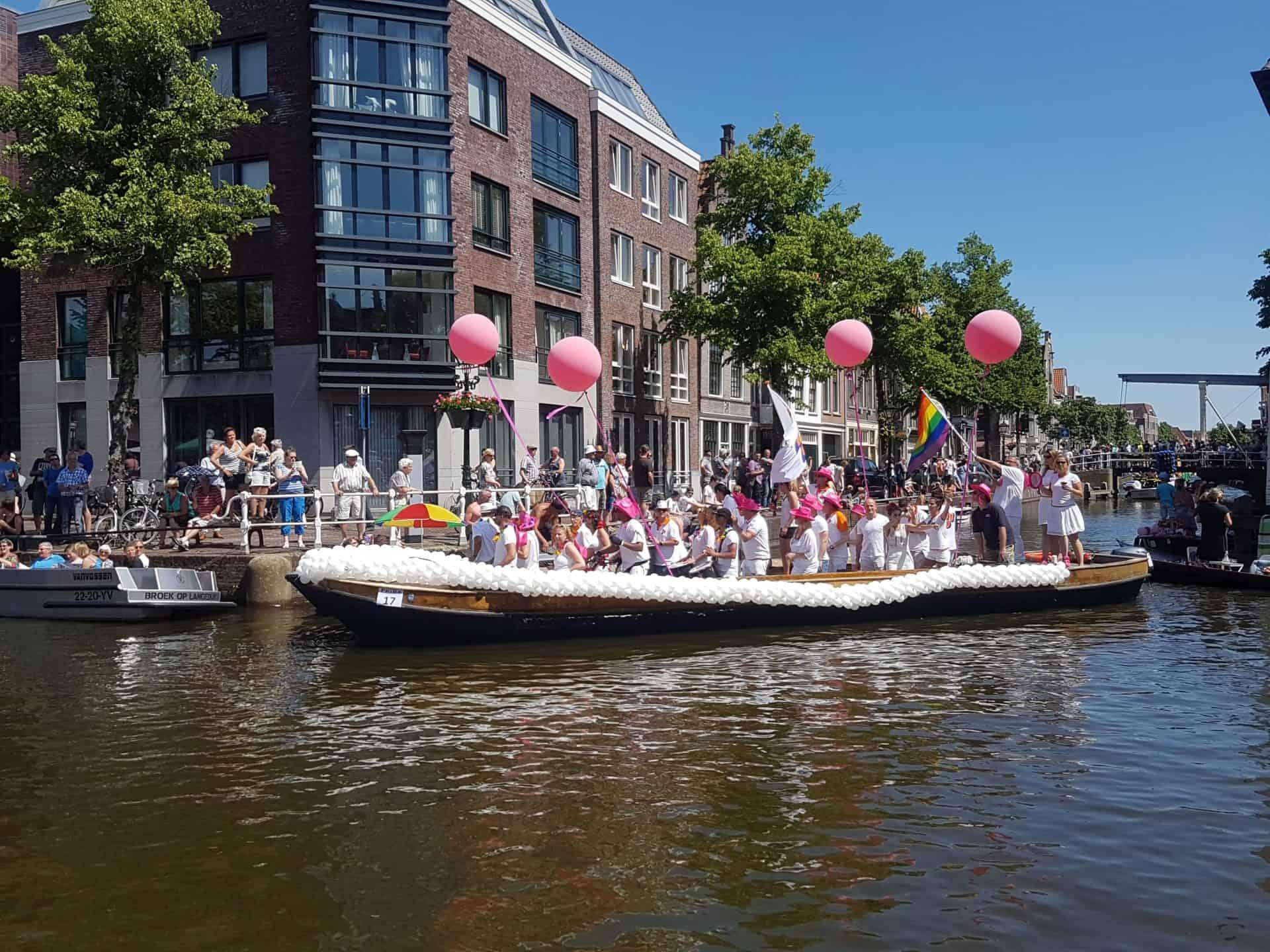Alkmaar-Pride-ballonslinger-boot-VVD-Alkmaar-Pride-Gay-PrideA