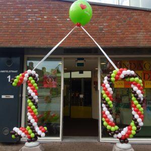 balloncijfer boog 10 jarig bestaan wijkcentrum de Oever Oudorp Alkmaar e1519138496442 300x300 - Ballonboog