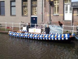 Proeflokaal de Boom ballonslinger matrozenstijl boot gaypride alkmaar 300x225 - ballonslingers grachtenparade Alkmaar Pride