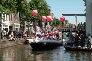 VVD ballonslinger GayPride Alkmaar 300x200 - ballonslingers grachtenparade Alkmaar Pride