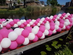 ballonslinger betty blocks gaypride alkmaar grachtenparade 300x225 - ballonslingers grachtenparade Alkmaar Pride