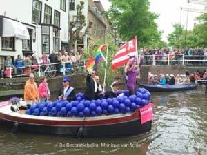homoambassadeurgaypridealkmaarDeDecoratieballon 300x225 - ballonslingers grachtenparade Alkmaar Pride