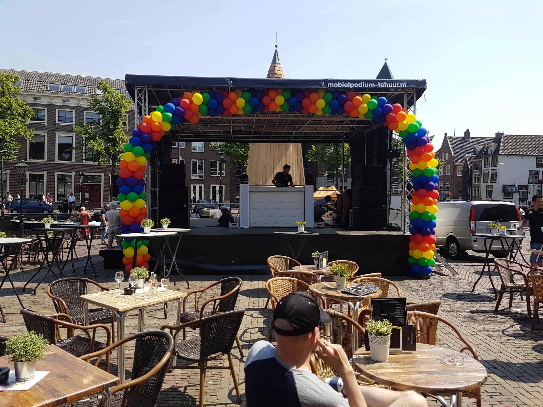 20180526 140415451927409 - enorme ballonboog Alkmaar podium bij Alkmaar Pride 2018
