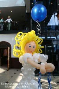 ballonmeisjecommunicantDeDecoratieballonAlkmaar 200x300 - ballondecoraties voor de Communie tijd