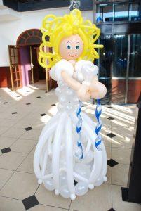 ballonnenmeisje DeDecoratieballon 201x300 - ballondecoraties voor de Communie tijd