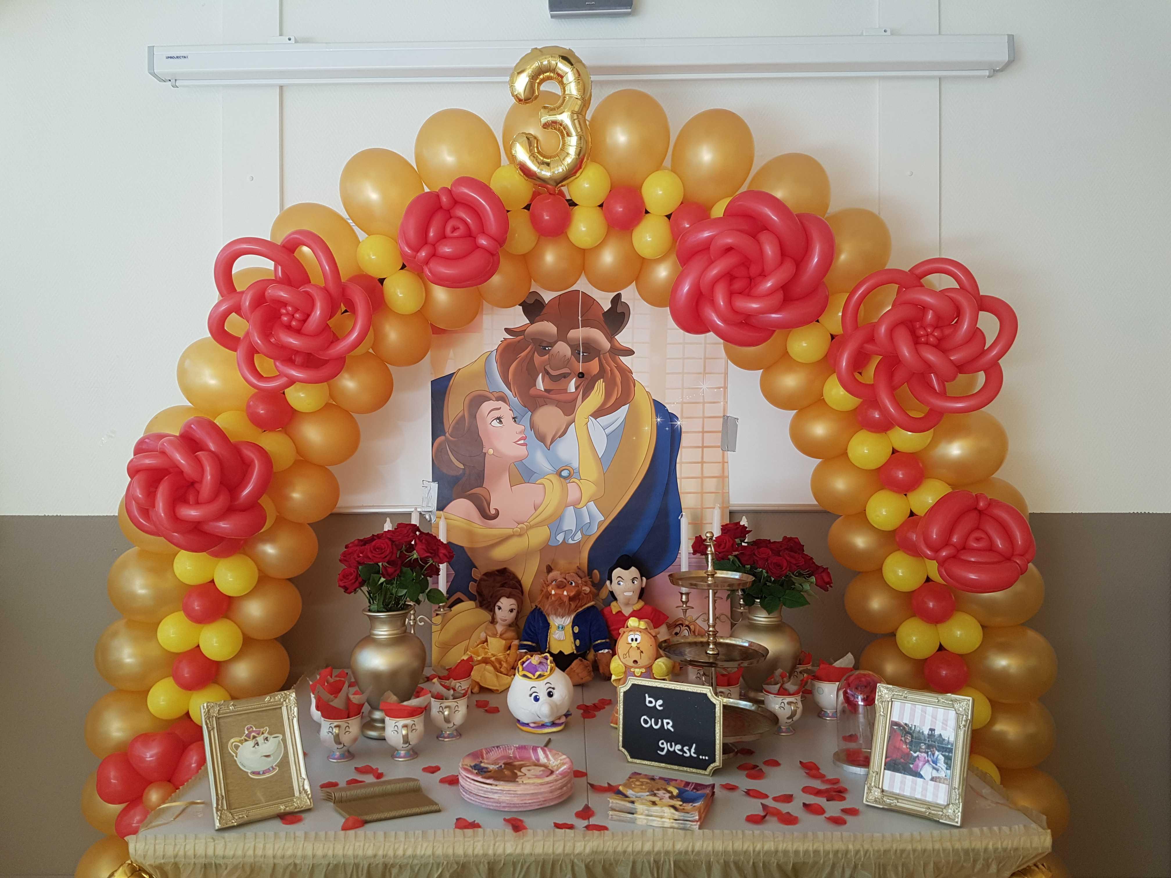 patroon ballonboog-tafel-bloemen-verjaardag-belle-en-het-beest