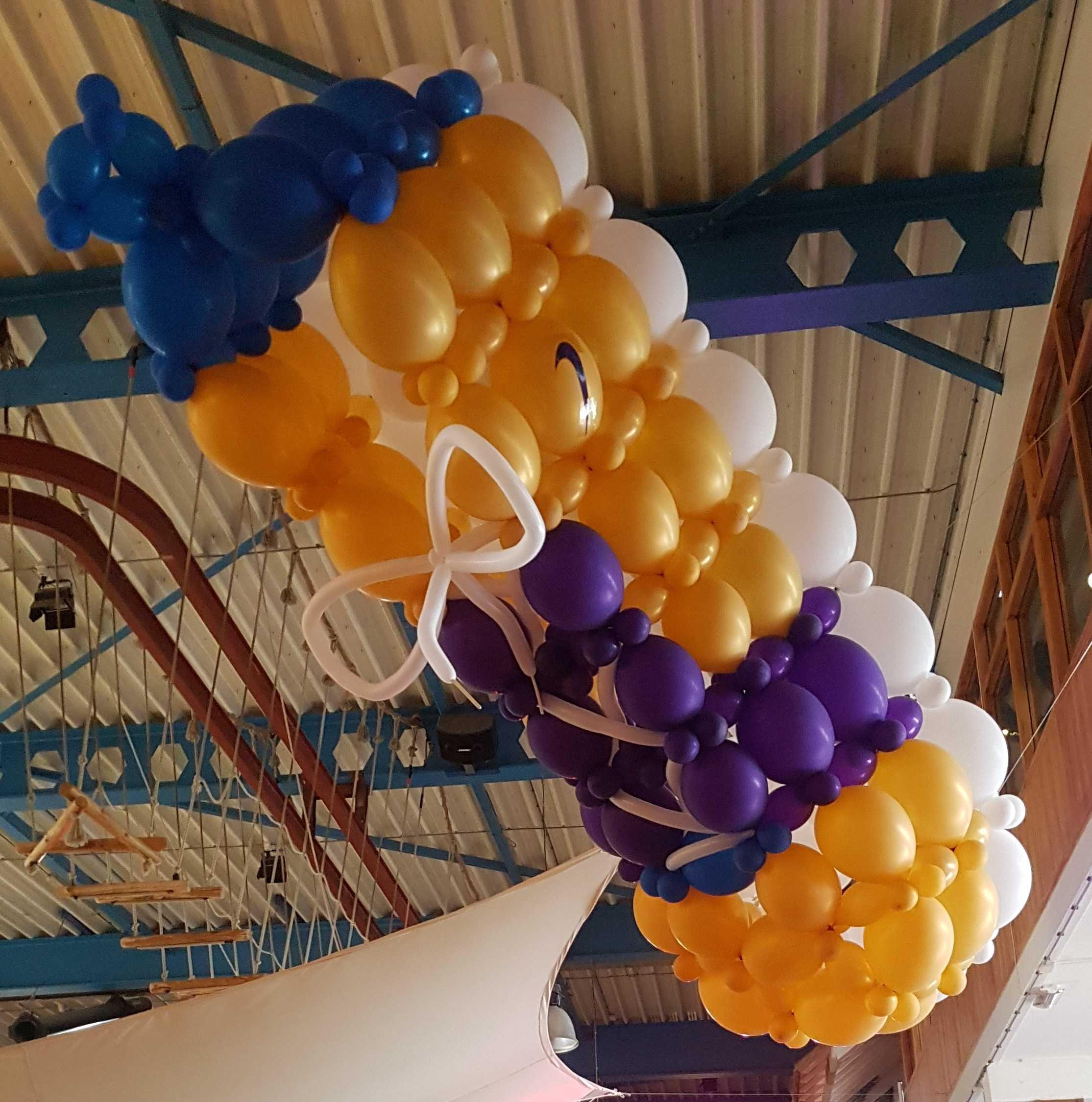 bruiloft-ballon-sneaker-in-de-lucht-hangend