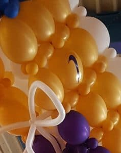 sneakerballonniketekendichtbij 237x300 - Bruiloft Ibiza stijl thema sneaker Broek op Langedijk