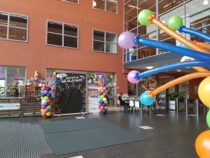 20180713 101104 300x225 - Geslaagd! ballondecoratie bij diploma uitreiking