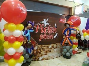 PietenpleinwinkelcentrumMiddenwaardHeerhugowaard 300x225 - Sinterklaasfeest met ballondecoraties