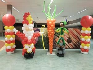 SinterklaaswortelZwartePietballonpilarenSinterklaasfeest 300x225 - Sinterklaasfeest met Clown Niekie vol gezelligheid