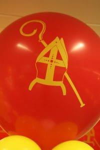 sinterklaasballonpilaarDeDecoratieballon 200x300 - Sinterklaasfeest met ballondecoraties