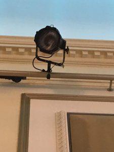 bevestiging zaal e1545238591554 225x300 - Hoe komt ballonopdracht op maat tot stand bij De Decoratieballon