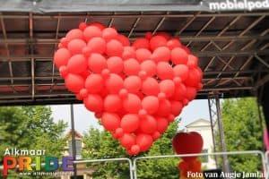 27250858392 dd4bc17a0d o 300x200 - Alkmaar Pride met ballondecoraties De Decoratieballon