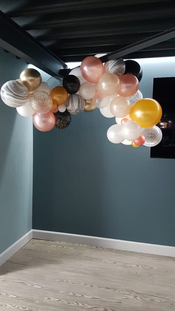 20190502 145708 576x1024 - Organic ballondecoratie van allerlei maten ballonnen