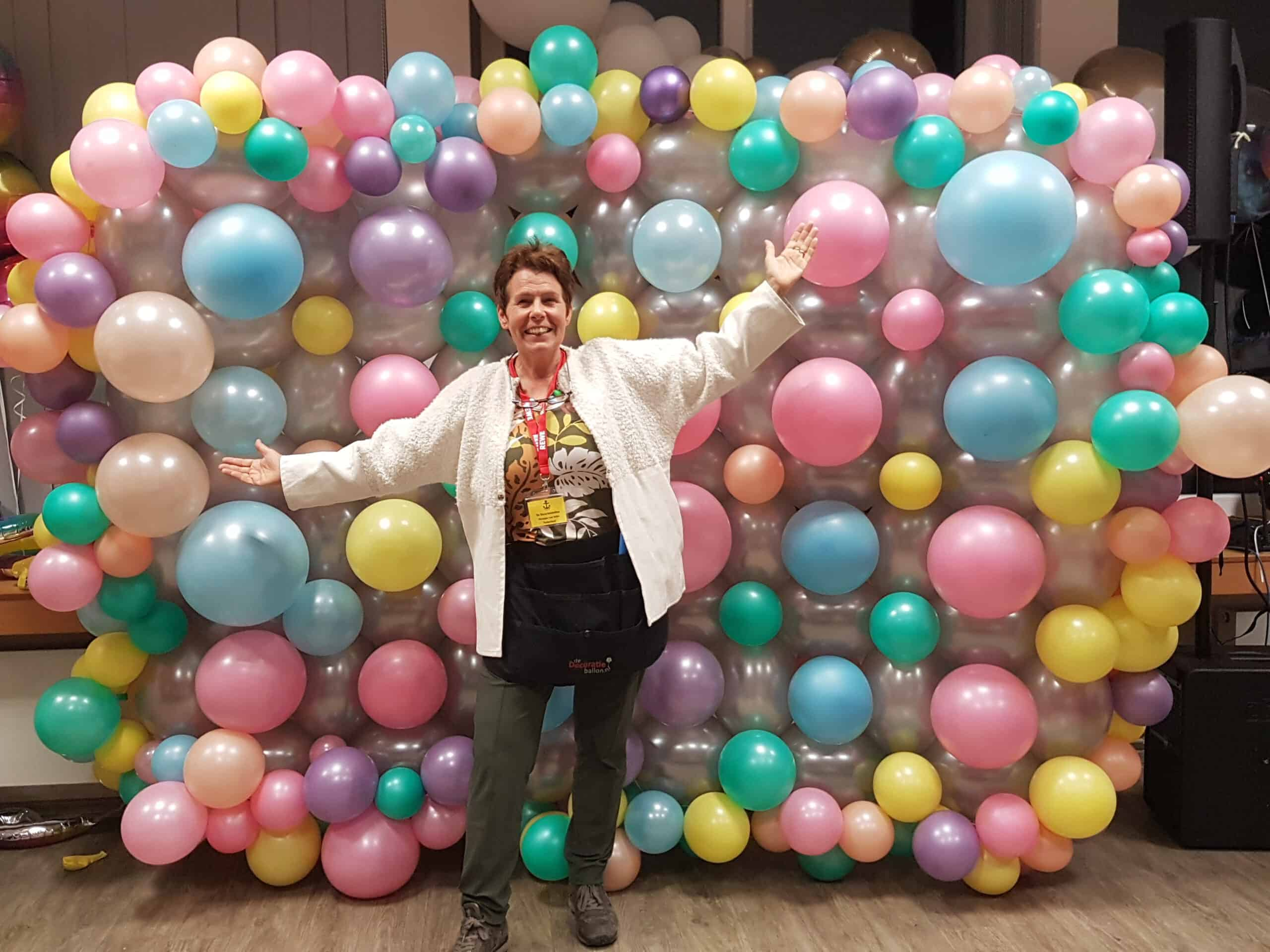 20191106 182819 scaled - Organic ballondecoratie van allerlei maten ballonnen