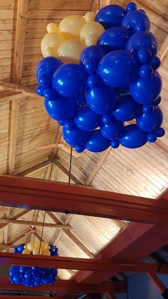 zaaloverzicht Fort Voor Utrecht 10 jarig bestaan MNP Solutions logo kubus 576x1024 - Bedrijfslogo met ballonnen voor elk feest of event creatief op maat!