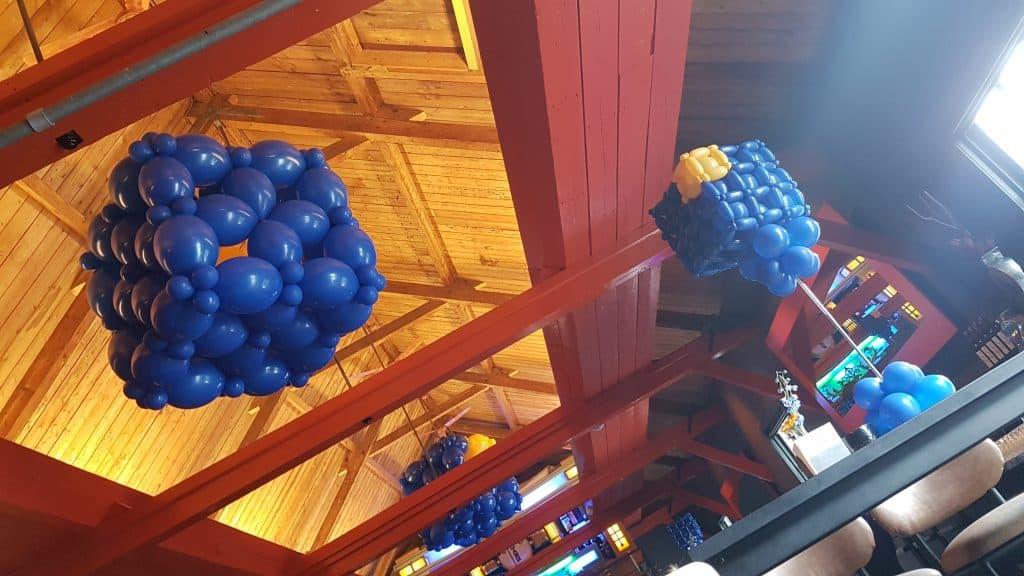 zaaloverzicht Fort Voordorp Groenekan Utrecht 10 jarig bestaan logo kubus MNP Solutions 1024x576 - Bedrijfslogo met ballonnen voor elk feest of event creatief op maat!