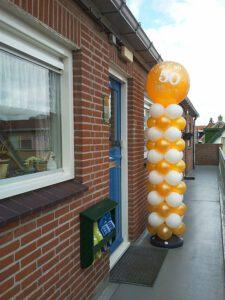 ballonpilaar 50 jaar De Decoratieballon 225x300 - Van bruiloft naar 50 jarig huwelijksfeest