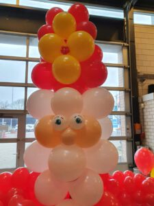 Sinterklaas drive through ballonnenpaal mijter 225x300 - Sinterklaas Drive Thru