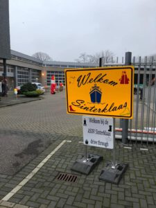 Welkom Sinterklaas drive thru ingang 225x300 - Sinterklaas Drive Thru