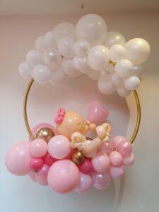 hoepel geboorte meisje ballondecoratie voor raam of aan de muur klein 225x300 - Gender Reveal Party ballondecoraties
